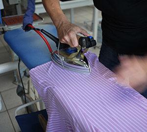Hemden Bügeln - Textilreinigung Berlin
