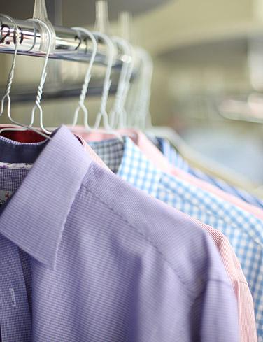 Textilreinigung bei Wasserschaden - Hemden