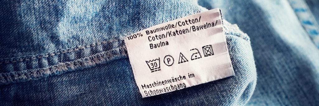 Waschsymbole an Jeans